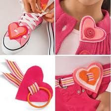 manualidades para san valentin - Buscar con Google Handmade Crafts, Diy Crafts, Couture, Needlework, Baby Shoes, Arts And Crafts, Valentines, Knitting, Creative