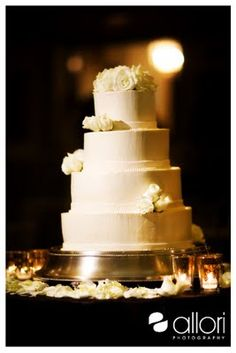 Berghoff Catering made the wedding cake.