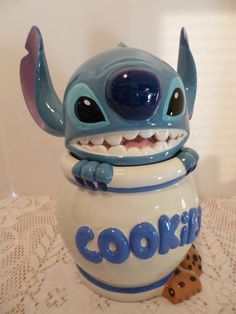 """Disney's Lilo Stitch """"STITCH"""" Experiment 626 Collectible Cookie Jar:) this would be perfect for Bethany Lilo Stitch, Stitch Disney, Lelo And Stitch, Cute Stitch, Disney Cute, Disney Dream, Disney Magic, Disney Pixar, Disney Cookies"""