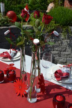 Fejr den røde-huede student med rød, hvide farver #studentergilde #borddækning #inspiration Graduation, Table Settings, Student, Table Decorations, Birthday, Party, Inspiration, Home Decor, Google
