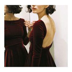 Velvet dress if it was a maxi / dresses (fall/winter) Ny Dress, Dress Skirt, Look Fashion, Womens Fashion, Fashion Trends, Grunge Fashion, Dress Fashion, Fashion Clothes, Runway Fashion