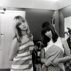 Jane Birkin and Gillian Hills in Blow-up directed by Michelangelo Antonioni, 1966 Serge Gainsbourg, Charlotte Gainsbourg, Gainsbourg Birkin, Michelangelo Antonioni, Mod Fashion, 1960s Fashion, London Fashion, Vintage Fashion, Vintage Style