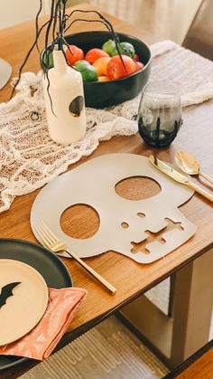 Holidays Halloween, Halloween Crafts, Halloween Decorations, Halloween This Year, Halloween Dinner, Diy Tableware, Skull Illustration, Vinyl Projects, Tablescapes