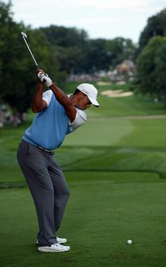 tiger woods a golf god Seriously cool golf trick by the golf god tiger woods.
