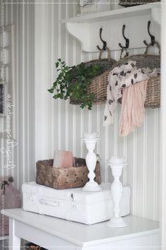 Sisustus- ja lifestyleblogi joka käsittelee maalaisromanttista sisustamista, somistamista, ompelua, leipomista ja lastenvaatteita. Decorating Your Home, Interior Decorating, Interior Design, Minimalist Room, Magnolia Homes, Own Home, Bedroom Wall, Decoration, Interior Inspiration