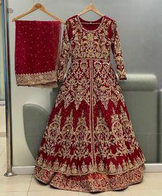 Pakistani Fashion Party Wear, Pakistani Bridal Dresses, Pakistani Dress Design, Bridal Lehenga, Beautiful Pakistani Dresses, Pakistani Dresses Casual, Beautiful Dresses, Black Bridal Dresses, Bridal Outfits