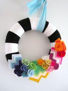 A Different Stripe Handmade Yarn Wreath Felt Wreath, Wreath Crafts, Diy Wreath, Felt Crafts, Diy Crafts, Yarn Wreaths, White Wreath, Christmas Wreaths, Christmas Crafts
