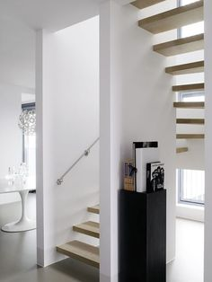 Staircase design by Piet Boon Styling Interior Stairs, Best Interior, Modern Interior, Modern Decor, Interior Architecture, Stair Ladder, Floating Stairs, Wooden Stairs, House Stairs