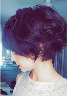 Pixie cuts is gorgeous and trendy and below is 32+ Cute Short Pixie Haircuts for Women that you can make an inspiration to beautify your appearance.