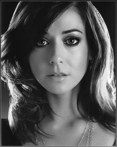 Alyson Lee Hannigan (born March is an American actress. She is known for her roles as Willow Rosenberg in the cult classic televi. Gorgeous Redhead, Beautiful Eyes, Beautiful Women, Ginger Actresses, Actors & Actresses, Alyson Hannigan, Girls Rules, Foto Pose, Buffy