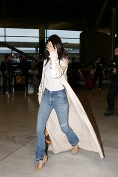 b39432b575 Kendall Jenner  Arrives at CDG Airport - Posted on January 2016