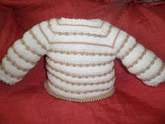 Hemos tejido este precioso JUBÓN empezado por el cuello, combinando LANA BLANCA y PERLÉ , alternando PUNTO MUSGO con PUNTO MALTA y este es...