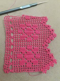 How to Crochet Wave Fan Edging Border Stitch Crochet Baby Dress Pattern, Crochet Edging Patterns, Crochet Quilt, Crochet Borders, Filet Crochet, Crochet Doilies, Knit Crochet, Shabby Chic Christmas Stockings, Shabby Chic Kitchen Decor