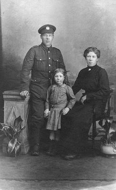 Ernest Jabez Knighton (1890-1973) and his wife Ethel Lily Robinson (1890-1932) with their daughter Florence Ethel Knighton (1912-1918).  The couple married in 1911 at St Giles Church in Holme, then moved shortly after to Middleton's Lane in Yaxley. Their first daughter Florence and first son Jabez John were born in 1912 and 1913.  Tragically, both children had died by the end of the war. Florence in 1918 due to Influenza, and Jabez in 1916 due to Whooping Cough.