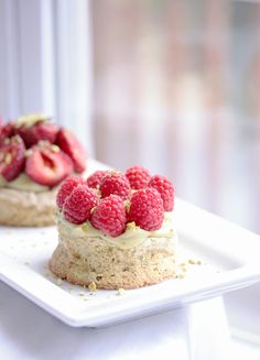 Just imagine, sitting down in a cafe in a forgien country, over looking some fantastic view eatting one of these, in my cafe! Dacquoise, Tasty, Yummy Food, Pistachio, Food Art, Raspberry, Sweet Tooth, Sweet Treats, Cheesecake