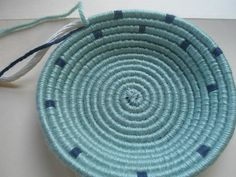 I'm starting this blog because I have not been able to find what I need on the Internet regarding coiled baskets made with yarn. Yes, there...