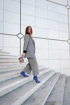 #minimalist #carreau #blazer #pant #sockboot #purpleboot #fashion #mode