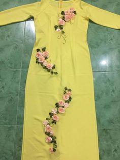 Best 12 Kurti designs for stitch – Page 133700682673498425 – SkillOfKing.Com – SkillOfKing.Com – SkillOfKing.Com Choli Blouse Design, Kurta Neck Design, Salwar Designs, Kurti Designs Party Wear, Embroidery Fashion, Embroidery Dress, Dress Neck Designs, Blouse Designs, Mirror Work Kurti Design