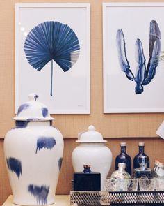 Blue white and beige kind of morning  O dia começa com inspiração de décor direto do Studio @theodorahome cenário do #shoot fashionista com a @judequeker - aliás já viu? A matéria completa está no nosso STORIES (link na bio!) Encontre esses e outros itens lindos de decoração buscando por Theodora Home na busca do @ilove.e... . . . #decoracao #curadoria #pin #picoftheday #photooftheday #instafashion #vendasonline #instagood #instadesign #home #decoration #instamood #decorationideas