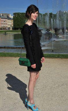 celebrities en el desfile de crucero de Chanel 2013: Astrid Berges-Frisbey