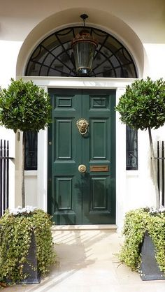 A regal entrance; rich green door, traditional knocker and elegant greenery by Lily All Sorts #elegant #entrance #inspiration