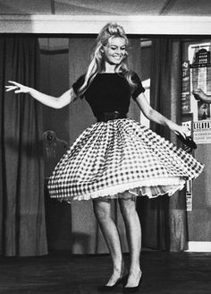Bridget Bardot. 60s fashion. (Those crinoline were HORRIBLE!) Ouibaby.tumblr.com loves Brigitte Bardot.