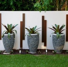 Garden Art Ideas Landscape Design – Using Garden Art Garden Art Ideas. Including art in your garden design can be loads of fun and bring a unique quality to your outdoor spaces. Tropical Landscaping, Modern Landscaping, Landscaping With Rocks, Tropical Garden, Backyard Landscaping, Landscaping Ideas, Tropical Design, Landscaping Software, Tropical Plants