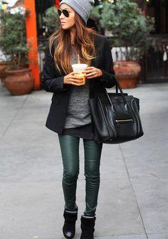 beautiful outfit, I love her dark green leggings