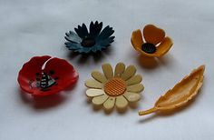 Five early plastic buttons 1930's flowers and leaf all in good condition. Sold for £7,72