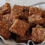 Crunchies — Traditional South African Oatmeal Cookie Bars (one of my favourites growing up! South African Desserts, South African Dishes, South African Recipes, Crunchie Recipes, Ma Baker, Oatmeal Cookie Bars, Cookie Recipes, Dessert Recipes, Kos