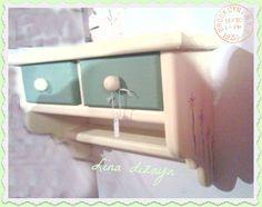 repisa horizontal doble cajón , decorada a mano, motivo margaritas. por: lina dizayn