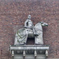 oslo | norge | rådhuset | harald hårdråde skulptur