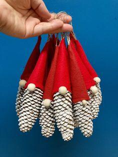 Handmade Christmas Crafts, Christmas Ornament Crafts, Christmas Deco, Homemade Christmas, Rustic Christmas, Christmas Projects, Holiday Crafts, Christmas Holidays, Christmas Wreaths