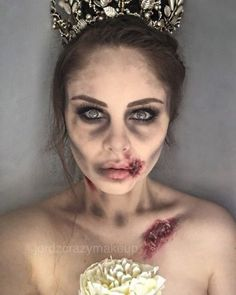20 Maquiagens para o Halloween 2018 – maquiagens assustadoras para você fazer b… 20 Halloween Makeups 2018 – Scary Makeups for you to make beautiful at any party! Check out our Halloween make-up suggestions. Maquillage Halloween Zombie, Halloween Zombie Makeup, Maquillage Halloween Simple, Halloween Inspo, Halloween Looks, Zombie Bride Costume, Halloween Bride Costumes, Dead Bride Costume, Zombie Hair