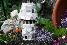 Little fairy castle in the garden - easy with pvc & terra cotta flower pot, mosaic tiles and grout