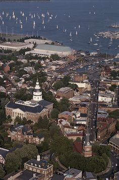 ✭ Aerial view of Annapolis. The white-domed building is the State House