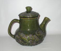 Laurentian Pottery T