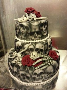 Skull wedding cake for the rebel, rocker or biker bride and groom Skull Wedding Cakes, Gothic Wedding Cake, Gothic Cake, Wedding Cakes With Cupcakes, Cupcake Cakes, Skull Cakes, Bolo Halloween, Halloween Torte, Halloween Wedding Cakes