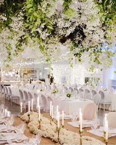 We always have a soft spot for indoor garden themed wedding and this stunning setup really blew our mind away! Major crush on the beautiful hanging garden and candelabra line up that really infatuates an ethereal and magical feel. On top of that the all white furniture instantly builds a sleek modern yet posh end note to the whole design. Who dreams of a setup like this on your big day? Wedding Design @aqueduto_cristinaefrancisco / Photography by Francisco Macedo / Floral by Cristina Macedo…