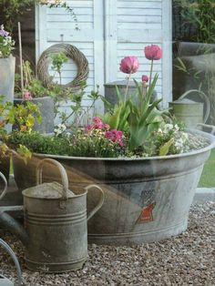 Vintage Decor Ideas - Vintage garden design is a growing trend for outdoor living spaces. We present you vintage garden decor ideas for your garden improvement. Bucket Gardening, Container Gardening, Gardening Vegetables, Rustic Gardens, Outdoor Gardens, Vintage Garden Decor, Shabby Chic Garden, Vintage Gardening, Organic Gardening