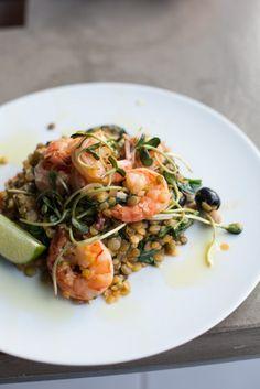 krewetki na soczewicy z kiełkami, oliwkami i oliwą z oliwek // shrimps on du puy lentils with sprouts, olives and olive oil by monikamotor.com