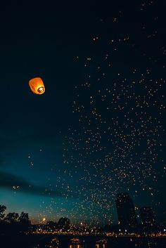 Floating lanterns filling the night sky Floating Lanterns, Sky Lanterns, Paper Lanterns, Floating Lantern Festival, Lantern Lighting, Whats Wallpaper, Hipster Wallpaper, Adventure Is Out There, Belle Photo