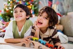 Los niños con mejores habilidades sociales tienen mayores posibilidades de tener éxito y felicidad en su vida. Fomenta la generosidad en tus hijos.