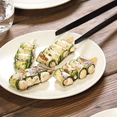 Zucchini rolls from the grill – Kalorienarmes Abendessen schnell & einfach – Chicken Recipes Barbecue Recipes, Grilling Recipes, Mothers Day Dinner, Snacks Saludables, Vegetarian Recipes, Healthy Recipes, Snacks Sains, Grilled Zucchini, Chicken Skewers