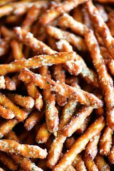 You Have Meals Poisoning More Normally Than You're Thinking That This Easy Spicy Pretzels Recipe With Ranch Seasoning Are Irresistible These Crunchy, Salty, Buttery Pretzels Are The Perfect Finger-Food For Parties. Snack Mix Recipes, Spicy Recipes, Yummy Snacks, Appetizer Recipes, Appetizers, Cooking Recipes, Yummy Food, Easy Recipes, Snack Mixes