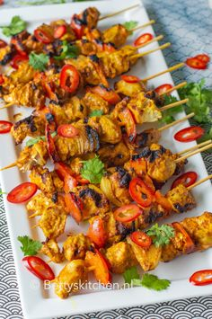 Indian chicken skewers from the barbecue Best Bbq Recipes, Indian Food Recipes, Healthy Recipes, Bbq Skewers, Chicken Skewers, Cobb Bbq, I Love Food, Good Food, Pork Ribs