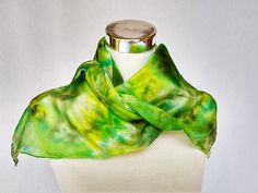 Handmade Scarves, Neck Warmer, Look Fashion, Womens Scarves, Wearable Art, Green Colors, Casual Looks, Hand Painted, Pure Products