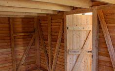 www.neuberga.com #Gartenhaus #Geräteschuppen #Fahrradschuppen #Unterstand #Flachdach #Dachbegrünung #Lärchenholz #modern #zeitlos #schlicht #geradlinigd #detailverliebt #craftsmanship #thenextbigthing >>>>>> Fachwerk-Innenansicht mit Türblatt des Fahrrad- und Geräteschuppens von NEUBERGA !