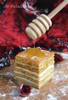 Medovik (a popular Russian honey cake) Russian Honey Cake, Russian Cakes, Russian Desserts, Russian Recipes, Ukrainian Recipes, Sweet Recipes, Cake Recipes, Dessert Recipes, Cupcakes