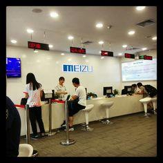 """After-Sale-Service!? - Bei uns """"Ja!"""" Unser Support ist ständig bemüht auch bei Garantiefällen ein offenes Ohr zu haben. Aktuell sind wir in der Servicestelle bei Meizu und geben ein Meizu MX4 ab, welches leider in der Mitte des Touchscreens nicht mehr reagiert.  Wir hoffen auf eine baldige Abwicklung und werden das Gerät vermutlich Mitte nächster Woche wieder retour bekommen.  #meizu #service #mx4 #chinese #china #shenzhen #Smarphones #broken #warranty #mx5 #repair"""